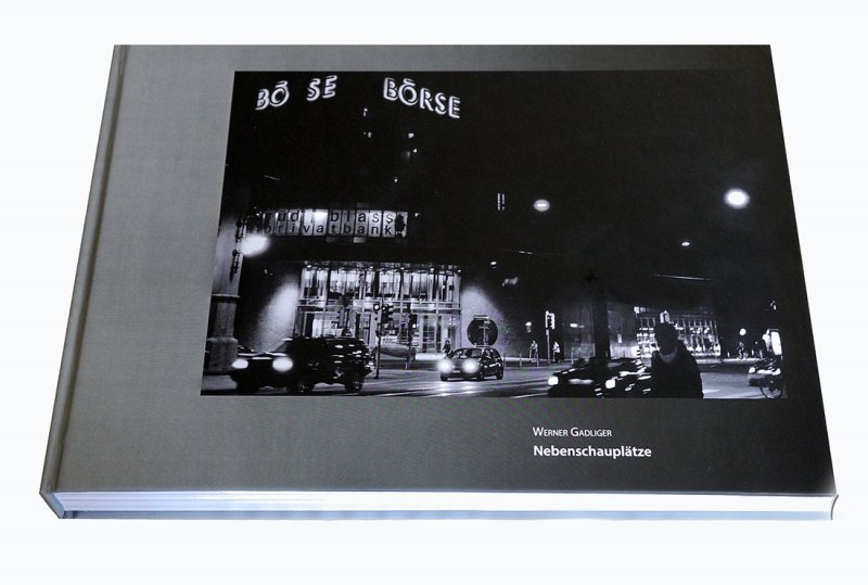 In April 2021 appears the first monograph of Werner Gadliger. The book contains 480 pages with more than 600 photographs, shot over a period of about five decades, as well as essays written by three authors. Its layout allows an exciting dialogue between the different pictures. The image sequence follows neither a thematical nor a chronological order. According to the publisher's instructions, the pictures are precisely dated and alphabetically listed by the names of the photo locations, underlining the focus on the unspectacular in Gadliger's documentary photography. Whether in Basel or Buenos Aires, Riehen or Rijeka, Zurich or Zadar, Gadliger's main focus lies on small scenes at the roadside, bizarre aspects of everyday life, unforeseen encounters on the way; the photographer is recording snapshots of a sometimes strange present with his camera.